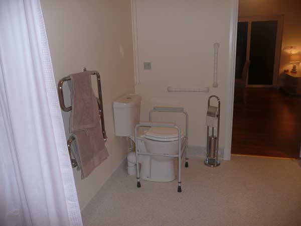 bathroom of disabled accessible holiday accomodation